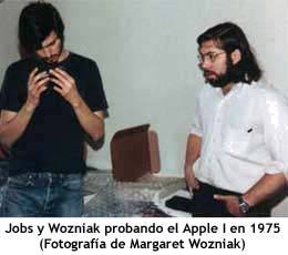 Jobs y Wozniak probando el Apple I en 1975