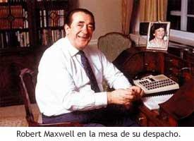 Maxwell en la mesa de su despacho