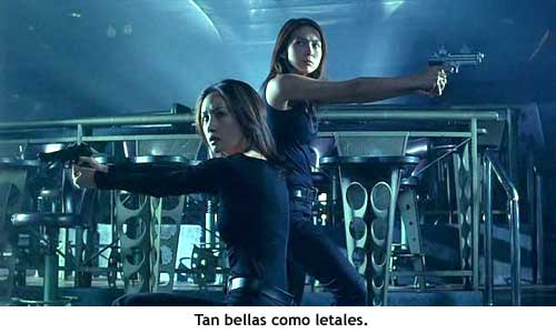 Naked Weapon, tan bellas como letales