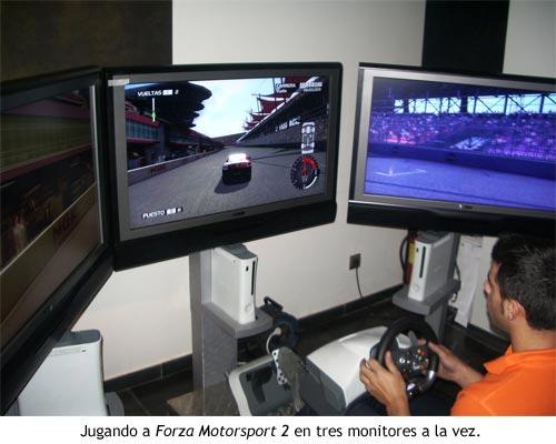Jugando a Forza Motorsport 2 en tres monitores a la vez