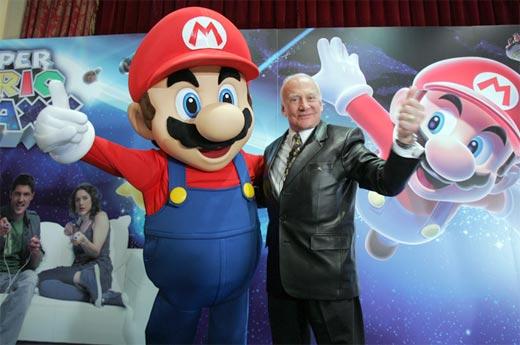 Mario Bros junto al astronauta Buzz Aldrin