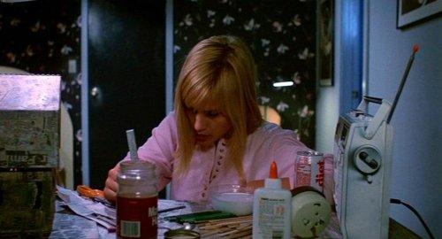 Pesadilla en Elm Street 3 - Kristen haciendo manualidades