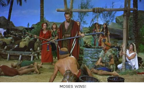 Los Diez Mandamientos - Moisés reparte estopa