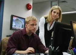 V (2009), el piloto - Dale Maddox y Erica
