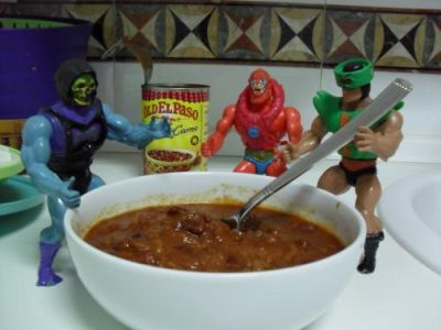 Cocinando con Skeletor - Chili - Removiendo el chili