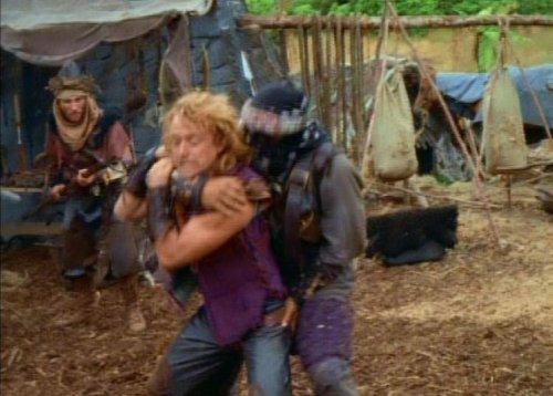 Hércules conoce a Xena - A Iolaus le manosean el culo