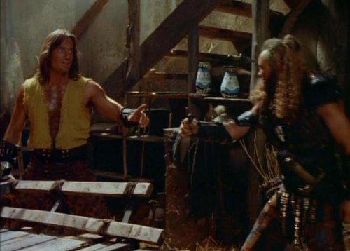 Hércules conoce a Xena - Hércules se enfrenta a uno de los hombres de Xena