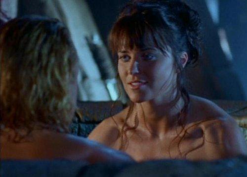 Hércules conoce a Xena - Iolaus y Xena en la tina