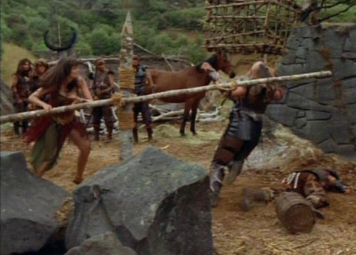 Hércules conoce a Xena - Xena entrenando a sus hombres