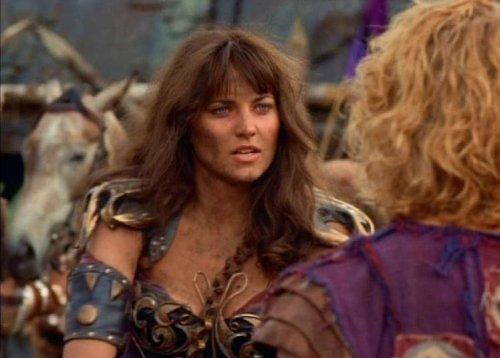 Hércules conoce a Xena - Xena fingiendo estar malherida