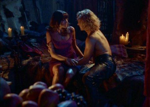 Hércules conoce a Xena - Xena y Iolaus en la cama