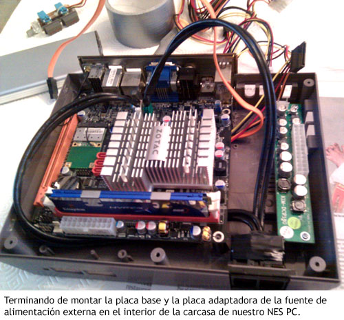 NES PC - Colocando la placa base en su sitio