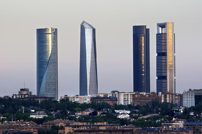 Cuatro torres - Skyline