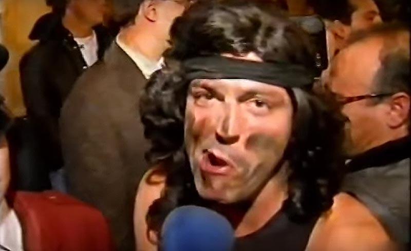 Santiago Urrialde Y El Personaje De Rambo Ion Litio
