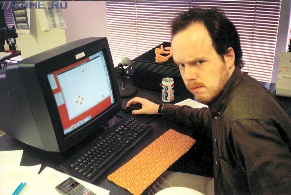 Tom Hall trabajando en Doom